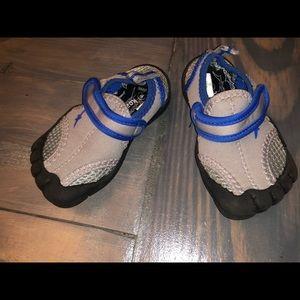 Kids toe shoes